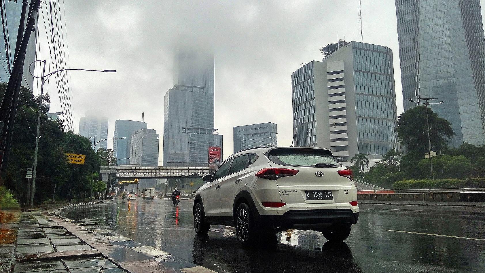 Bawaan Wajib di Mobil Saat Musim Hujan
