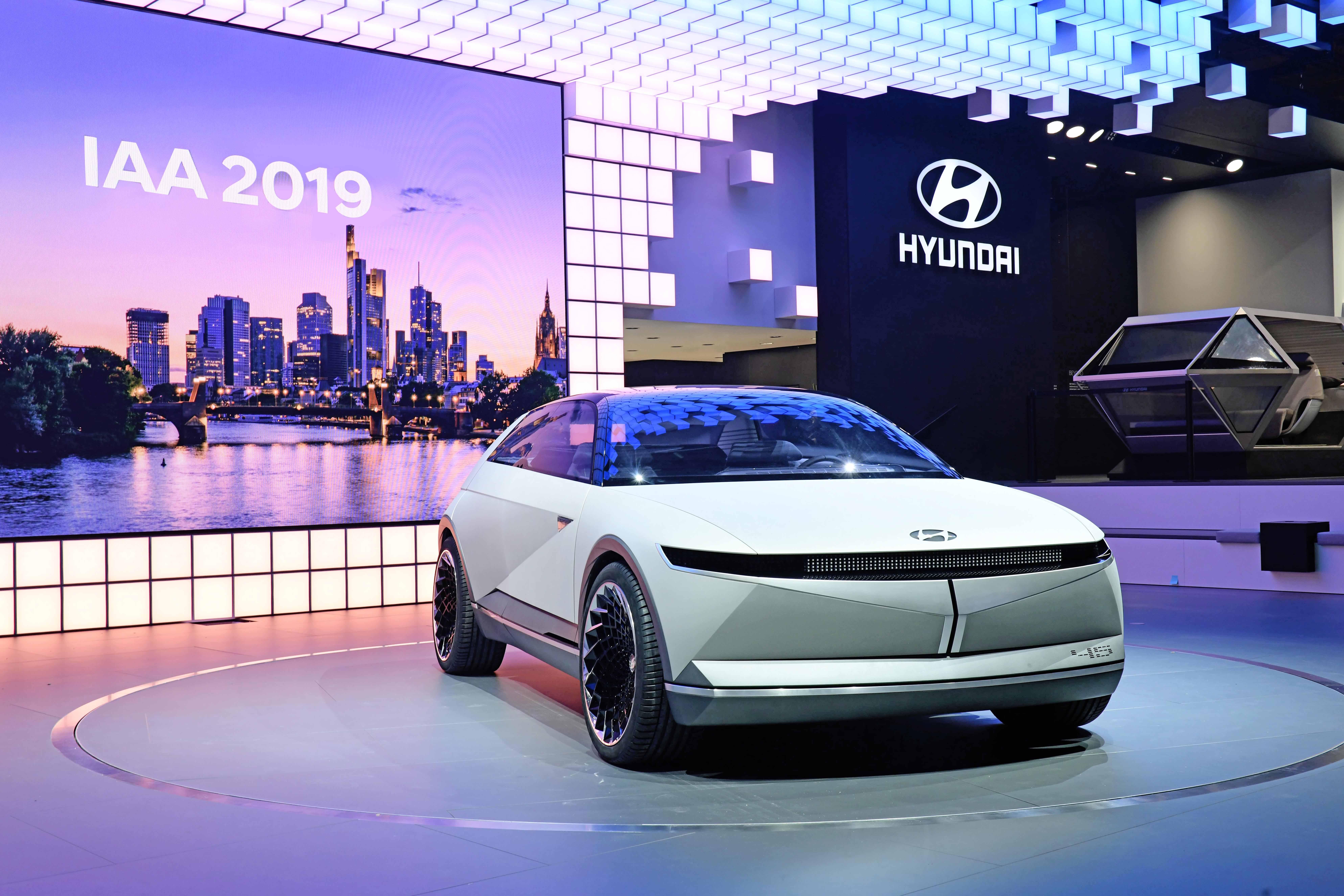 Hyundai Perkenalkan Mobil Listrik Konsep 45 EV