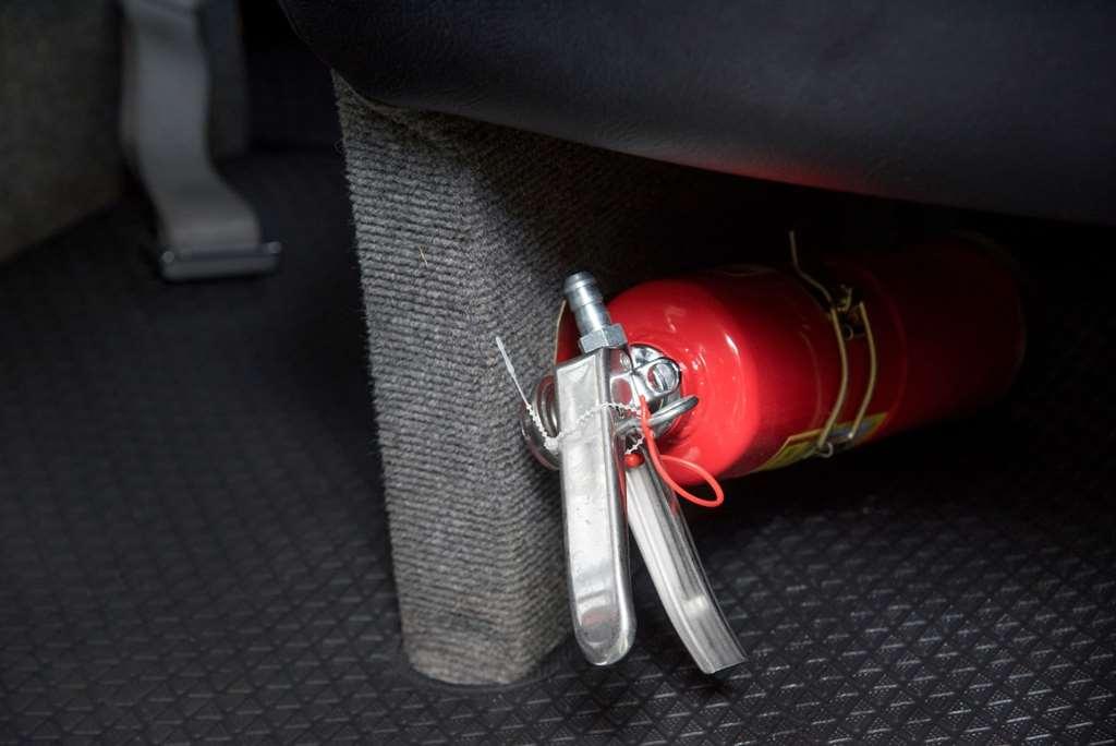 Perlukah Alat Pemadam Api Ada di Dalam Mobil?