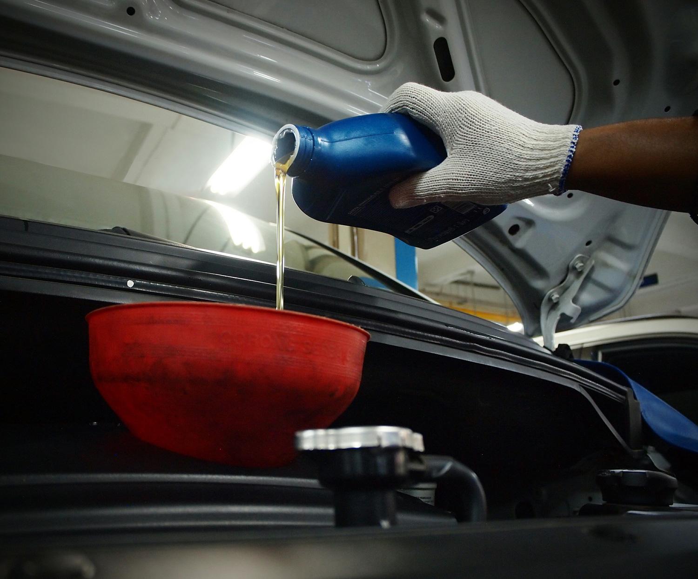 Alasan Kenapa Takaran Oli Mesin pada Mobil Itu Harus Pas