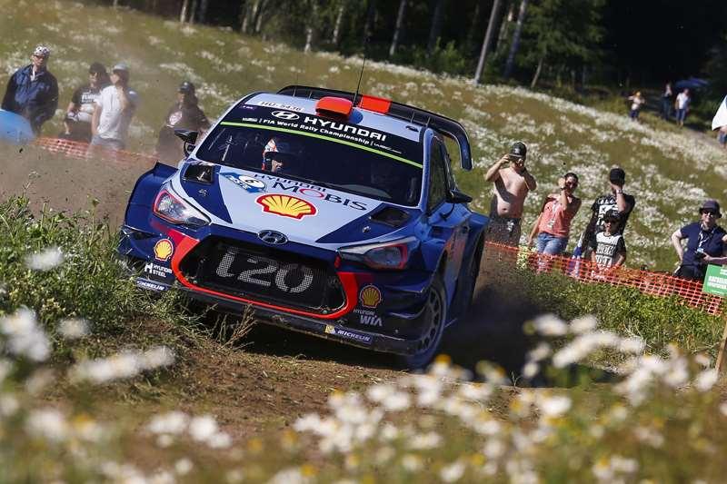 Thierry Neuville Berhasil Mempertahankan Klasemen Di WRC Finlandia