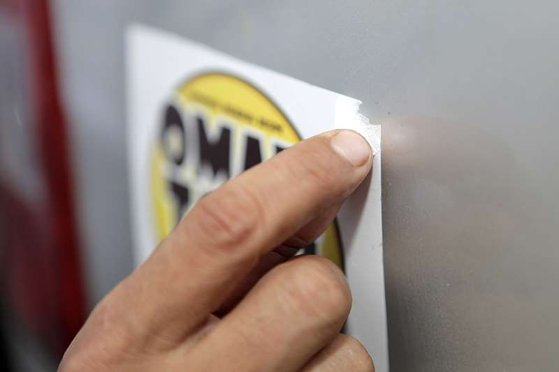 Tips Melepas Stiker Mobil Dengan Bersih