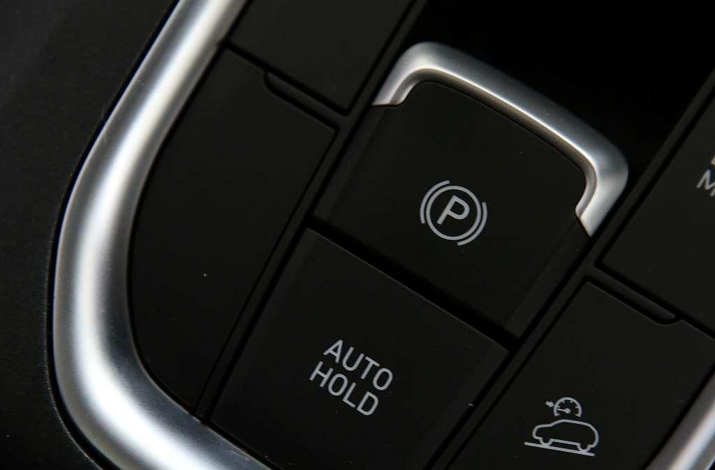 Apa Itu Electric Parking dan Auto Hold di Hyundai Santa Fe?