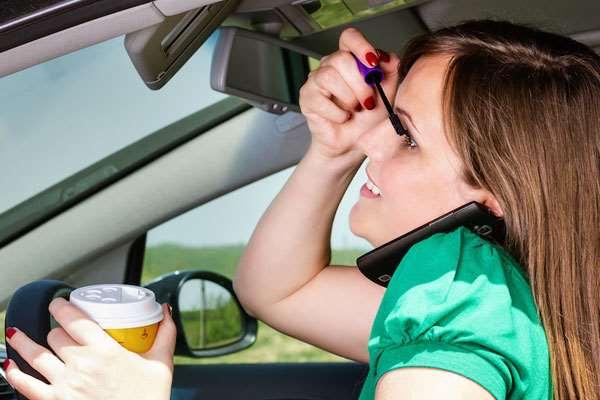 Pengemudi Wanita, Perhatian 10 Poin Penting Saat Berkendara