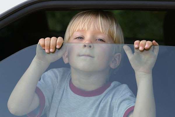 Tinggalkan Anak Dalam Mobil, Bisa Fatal