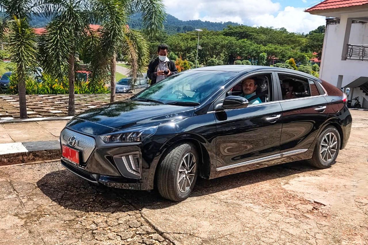 Kabupaten Konawe Resmi Gunakan Mobil Listrik Hyundai Ioniq