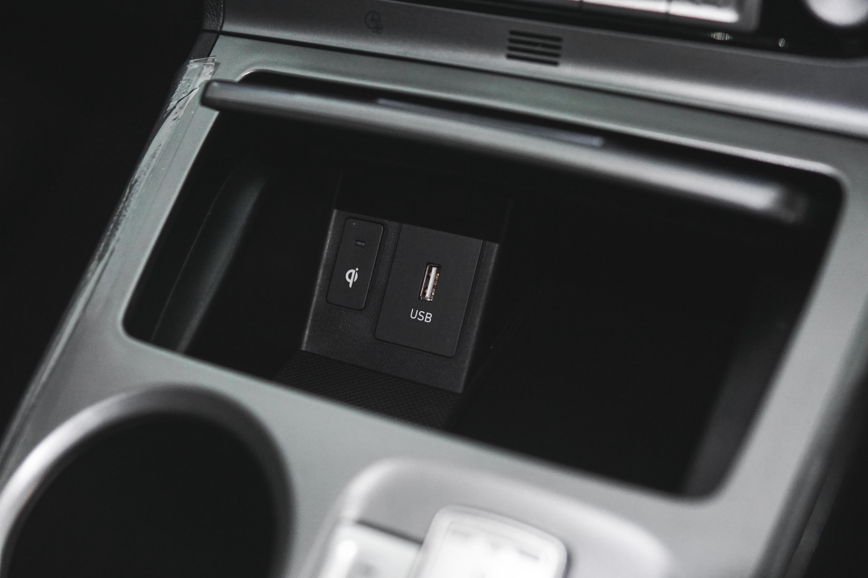 Praktisnya Wireless Charging Hyundai Kona Electric
