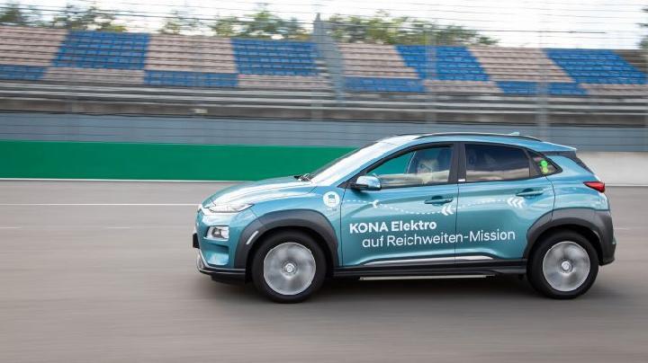Sekali Isi, Baterai Mobil Listrik Hyundai Kona Tembus 1.000 Km