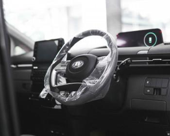 Alasan Mobil Baru Dipenuhi Plastik